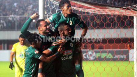 Yevhen Bokhasvili berselebrasi usai mencetak gol ke gawang Persela Lamongan, Kamis (15/08/2019). - INDOSPORT
