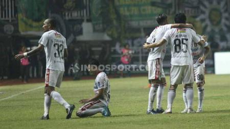 Para pemain Bali United merayakan gol kedua Stefano Lilipaly yang sekaligus memastikan kemenangan Serdadu Tridatu atas Tira-Persikabo, Kamis (15/8/19). - INDOSPORT