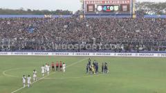 Indosport - Arema FC tak masalah jika Derby Jatim lawan Persebaya di Liga 1 musim ini tidak digelar.