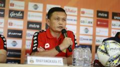 Indosport - Yeyen Tumena, pelatih sementara Bhayangkara FC yang menggantikan posisi Angel Alfredo Vera.