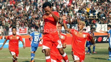 Laga pertandingan antara Persis Solo versus PSIM Yogyakarta, Jumat (16-08-19). - INDOSPORT