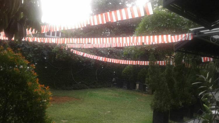 Dekorasi taman rumah Liza Natalia untuk 17 Agustusan. Copyright: Dokumen Pribadi Liza Natalia