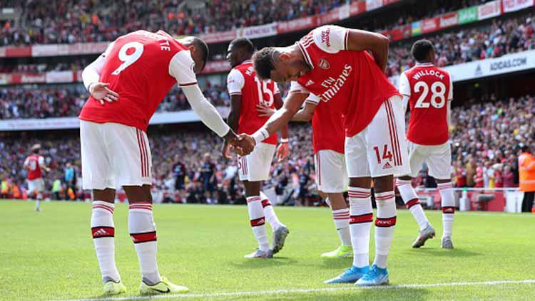 Selebrasi pemain Arsenal, Pierre-Emerick Aubameyang dengan rekan satu timnya usai mencetak gol pada Liga Inggris antara Arsenal vs Burnley di Stadion Emirates di London, Sabtu (17/08/2019). Copyright: Yui Mok/PA Images via Getty Images