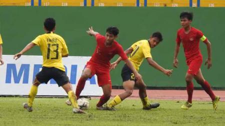 Laga pertandingan Timnas Indonesia U-18 vs Malaysia U-18 di Piala AFF U-18. - INDOSPORT