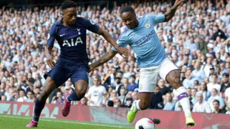 Raheem Sterling saat berebut bola dengan pemain Tottenham - INDOSPORT