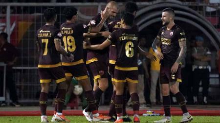 Selebrasi pemain PSM Makassar usai mencetak gol ke gawang Persib Bandung, Sabtu (18/08/19). Foto: Media PSM Makassar - INDOSPORT