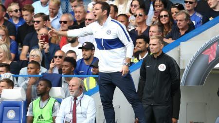 Frank Lampard saat memimpin pertandingan Liga Primer Inggris Chelsea vs Leicester City yang berakhir imbang. - INDOSPORT