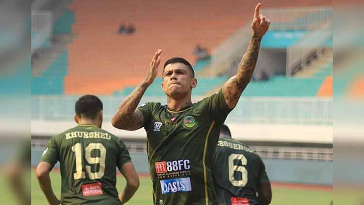 Selebrasi pemain Tira-Persikabo, Ciro Alves usai mencetak gol ke gawang PSS Sleman. Foto: Instagram@officialpersikabo Copyright: Instagram@officialpersikabo
