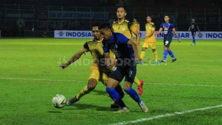 Eks striker Arema FC, Rifaldi Bawuoh membenarkan bahwa keberadaan Rahmad Darmawan sebagai pelatih menjadi faktor untuk memperkuat komitmennya ke Madura United di Liga 1 2020. - INDOSPORT