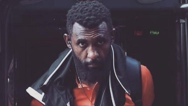 Pesepak bola asal Papua yang kini tengah berkarier di liga utama Thailand, Rudolf Yanto Basna Copyright: Instagram Yanto Basna