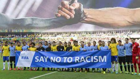 Salah satu kampanye dari FIFA melawan rasisme, Say No to Racism. - INDOSPORT