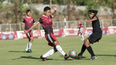 Indosport - Pertandingan antara DKI Jakarta (hitam) vs PFA Bali di Stadion Beji Mandala, Pecatu, Badung, Selasa (20/8/19).