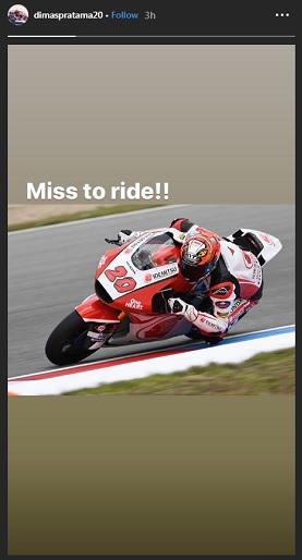 Pembalap Moto2 asal Indonesia, Dimas Ekky, mengutarakan kerinduannya untuk kembali membalap. Copyright: Instagram/Dimas Ekky