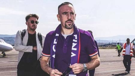 Frank Ribery mendarat di bandara Peretola. - INDOSPORT