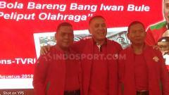 Indosport - Mayor Jenderal TNI Cucu Sumantri bersedia mendampingi Iwan Bule karena kesamaan visi dan misi untuk melakukan perubahan sepak bola Indonesia