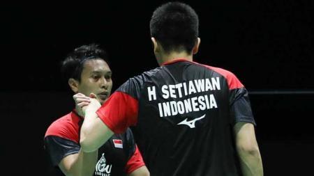 Mohammad Ahsan/Hendra Setiawan mendapat ucapan selamat dari para pejabat negara usai menang di Kejuaraan Dunia Bulutangkis 2019. - INDOSPORT