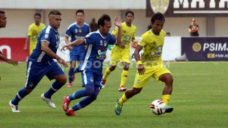 Laga pertandingan antara PSIM Yogyakarta VS Persiba Balikpapan. - INDOSPORT