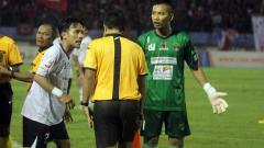 Indosport - Kiper Rafit Ikhwanudin saat masih memperkuat Cilegon United di Liga 2 2017 silam