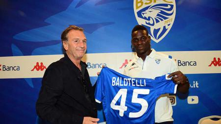 Mario Balotelli (kanan) resmi perkuat Brescia di musim 2019/20. - INDOSPORT