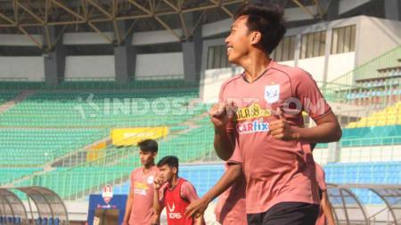 Laga solidaritas untuk ibu pemain PSIS Semarang, Riyan Ardiansyah, akan digelar pekan ini dan bakal dihadiri pemain Timnas. - INDOSPORT