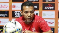 Indosport - Pelatih Madura Unied, Rasiman, dalam konferensi pers.
