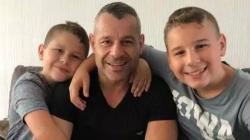 Raf Filiz bersama kedua putranya.