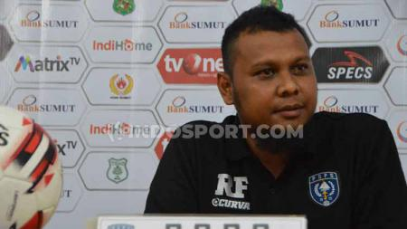Pelatih PSPS Riau, Raja Faisal. - INDOSPORT
