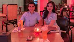 Indosport - Nurhidayat Haji Haris bersama sang kekasih.