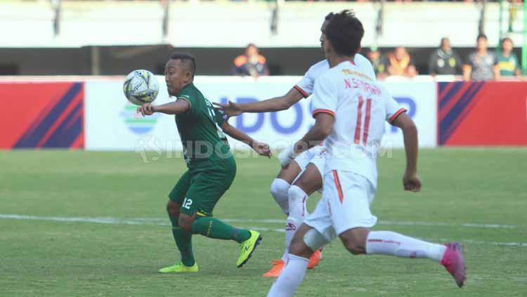 Laga pertandingan Liga 1 2019 antara Persebaya Surabaya vs Persija Jakarta, Sabtu (24/08/2019). Copyright: Fitra Herdian/INDOSPORT