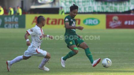 Tak ada salahnya untuk melihat rekor pertemuan klub sepak bola Indonesia Persebaya Surabaya dan Persija Jakarta di setiap laga final. - INDOSPORT