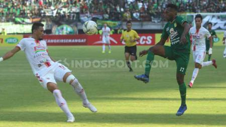 Laga pertandingan Liga 1 2019 antara Persebaya Surabaya vs Persija Jakarta, Sabtu (24/08/2019). - INDOSPORT