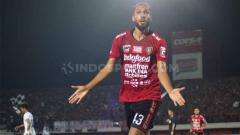 Indosport - Selebrasi Willian Pacheco setelah menjebol gawang Arema FC dalam laga di Stadion Kapten I Wayan Dipta Gianyar, Sabtu (24/08/2019).