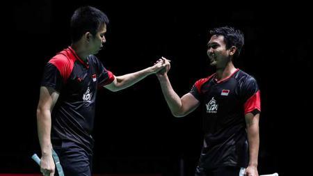 Pasangan bulutangkis Indonesia, Mohammad Ahsan/Hendra Setiawan melakukan selebrasi di Kejuaraan Dunia Bulutangkis 2019. - INDOSPORT