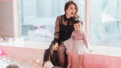Indosport - Chelsea Olivia bersama anaknya