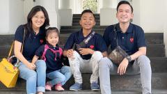Indosport - Betrand Peto (kedua kanan) bersama Ruben Onsu dan Sarwendah