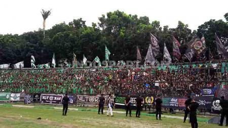 SMeCK Hooligan, salah satu kelompok suporter pendukung PSMS Medan. - INDOSPORT