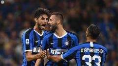 Indosport - Para pemain merayakan gol dalam laga Inter Milan vs Lecce di Serie A Italia 2019/20, Selasa (27/08/19).