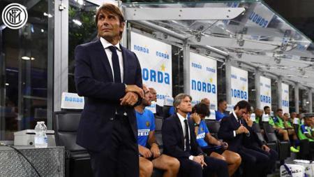 Pelatih Inter Milan Antonio Conte menyalahkan dirinya sendiri setelah anak asuhnya tumbang 1-2 dari Bologna di pekan ke-30 Serie A Liga Italia, Minggu (05/07/20). - INDOSPORT