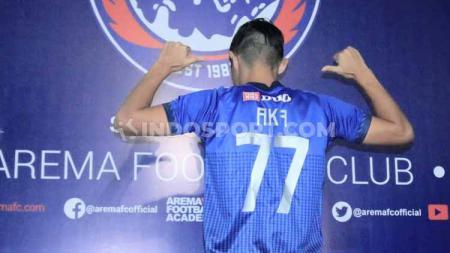 Arema FC resmi mengenalkan Takafumi Akahoshi sebagai pemain asing Asia pengganti Pavel Smolyachenko - INDOSPORT