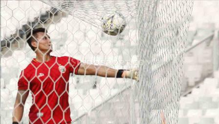 Kiper Persija  Shahar Ginanjar pada latihan tim Persija Jakarta jelang laga Liga 1 melawan PSM Makassar di Stadion GBK Senayan, Jakarta, Selasa (27/08/19). Foto: Herry Ibrahim/INDOSPORT