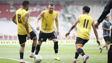 Latihan tim Persija jelang laga Liga 1 melawan PSM Makassar di Stadion GBK Senayan, Jakarta, Selasa (27/08/19). Foto: Herry Ibrahim/INDOSPORT