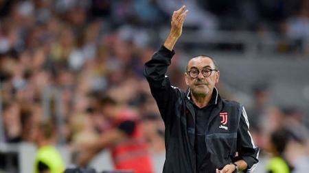 Maurizio Sarri, pelatih Juventus memastikan akan mengubah strategi usai menang atas Brescia dengan susah payah di pekan kelima Serie A 2019/20, Rabu (25/9/19) dini hari WIB. - INDOSPORT