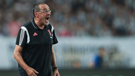 Maurizio Sarri mengecam tindakan anak buahnya dilapangan dengan banyak memamerkan skill saat Juventus mengandaskan Bologna. - INDOSPORT