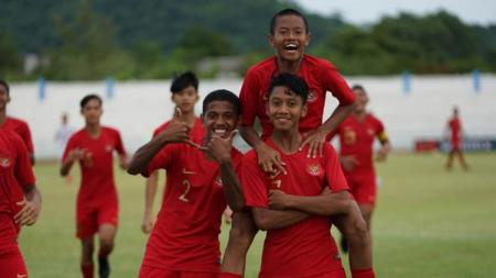 Timnas Indonesia U-15 saat merayakan gol. - INDOSPORT