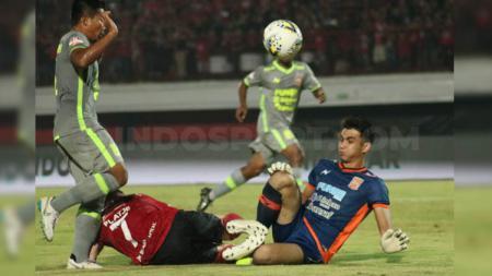 Penjaga gawang Borneo FC, Nadeo Argawinata. - INDOSPORT