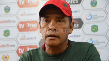Abdul Rahman Gurning masih akan menangani PSMS Medan saat berhadapan dengan Perserang Serang. - INDOSPORT