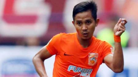 Bek kiri Borneo FC, Abdul Rachman, mengaku senang bisa kembali merasakan atmofer pertandingan setelah cukup lama absen akibat cedera. - INDOSPORT