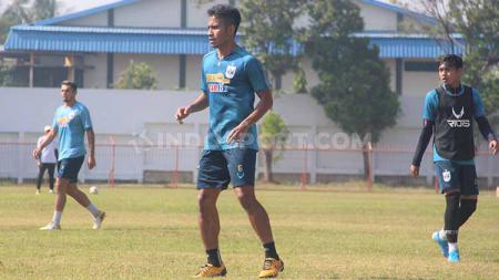 Finky Pasamba, salah satu pemain klub Liga 1, PSIS Semarang. - INDOSPORT