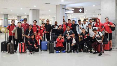 Tim Bali United saat Jumat dini hari sudah tiba di Bandara Ngurah Rai, Denpasar. - INDOSPORT