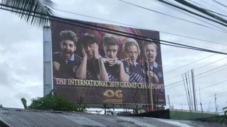 Fans Asal Filipina Sewa Sebuah Billboard Demi Rayakan Kemenangan OG di TI 9 - INDOSPORT